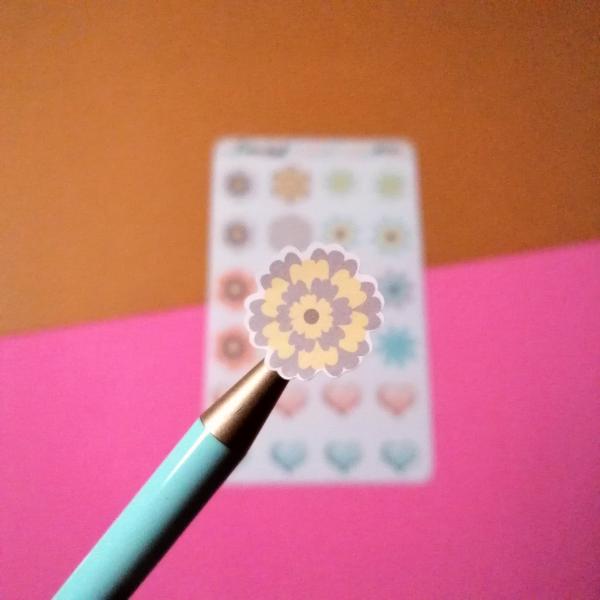Stickers flores e coracoes promenor
